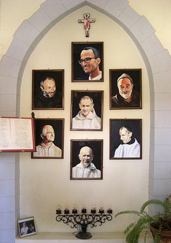 Portraits des frères moines de Tibhirine assassinés en 1996. Oratoire du prieuré Notre-Dame de l'Atlas, Midelt, Maroc.